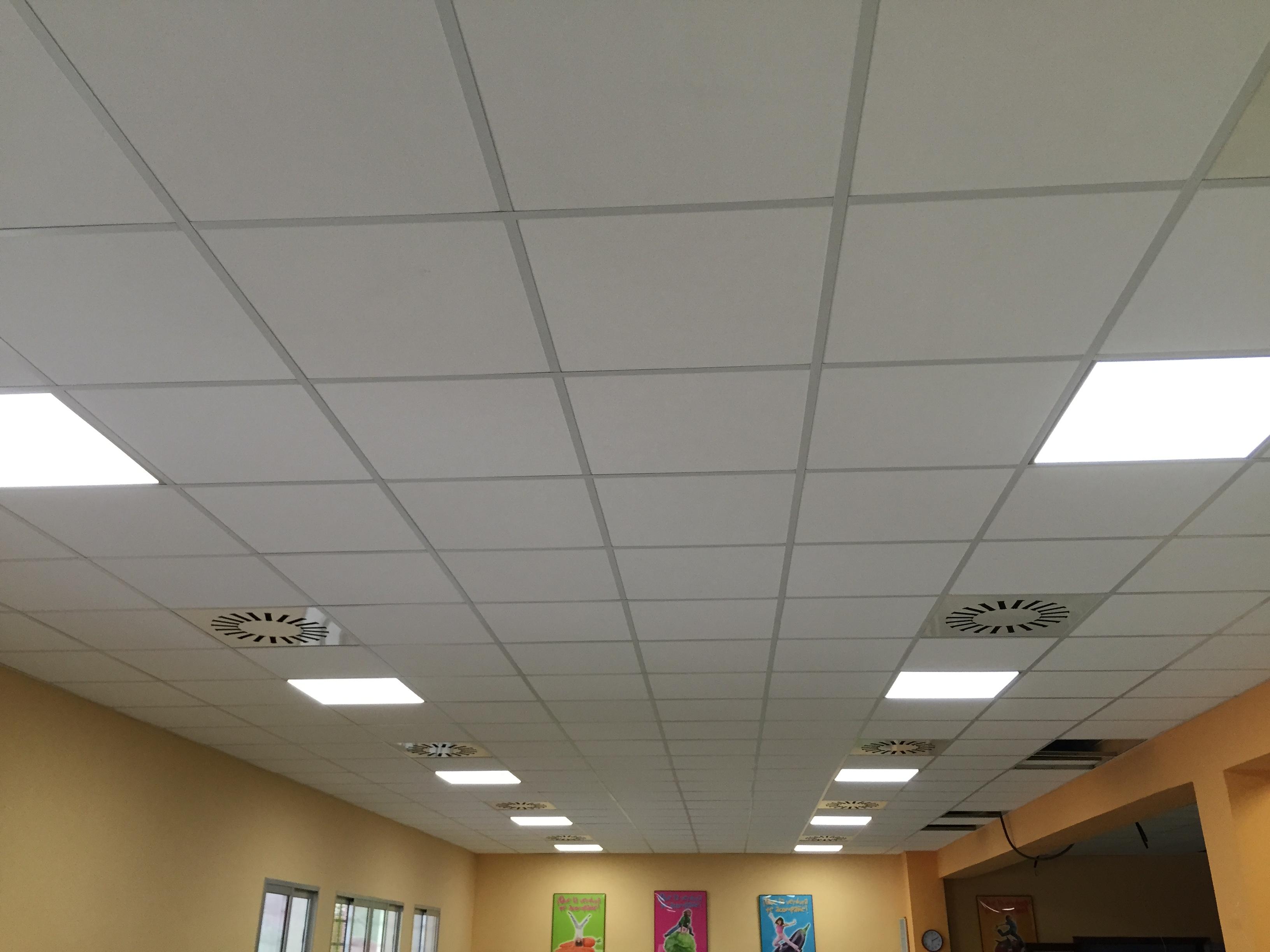Renovaci n falso techo comedor colegio h h maristas - Iluminacion falso techo ...